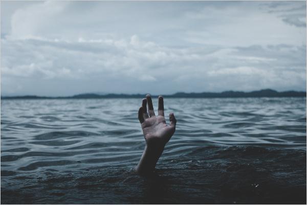 アフィリエイトのネットの無料情報と本の情報では初心者は情報の海に溺れがち